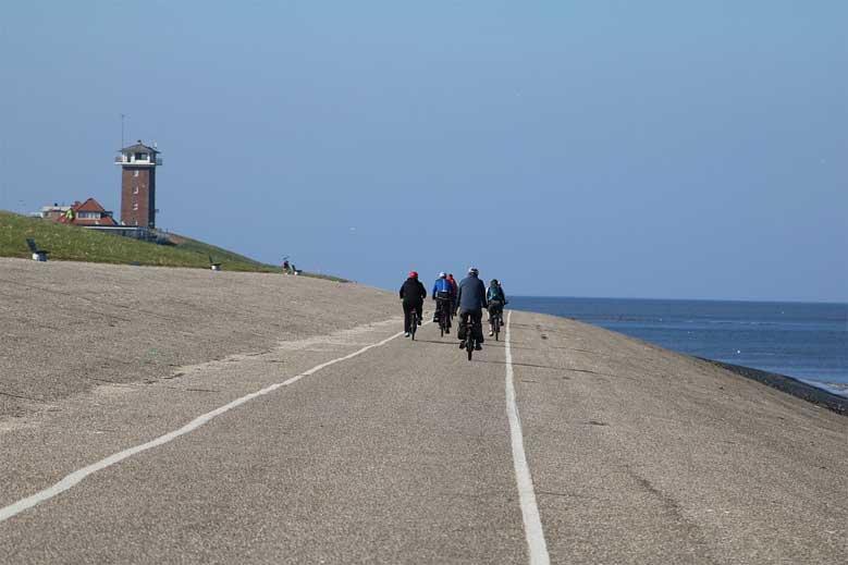 Deichradweg entlang der Nordseeküste auf Texel