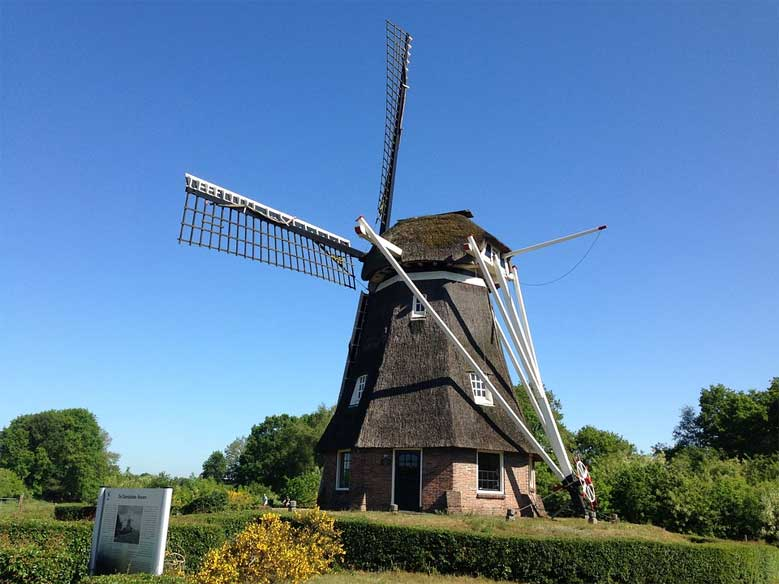 Typische Holz-Windmühle der Region Drenthe