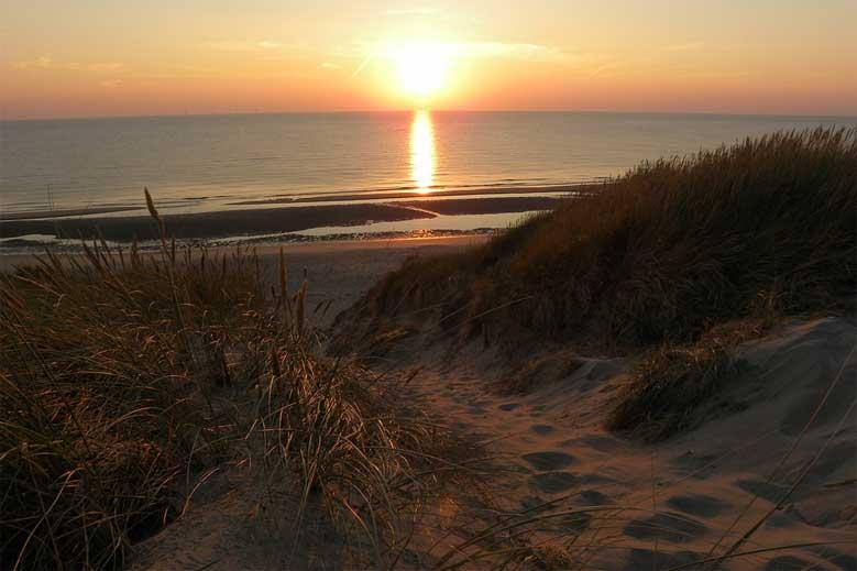 Sonnenuntergang am Strand von Egmond aan Zee