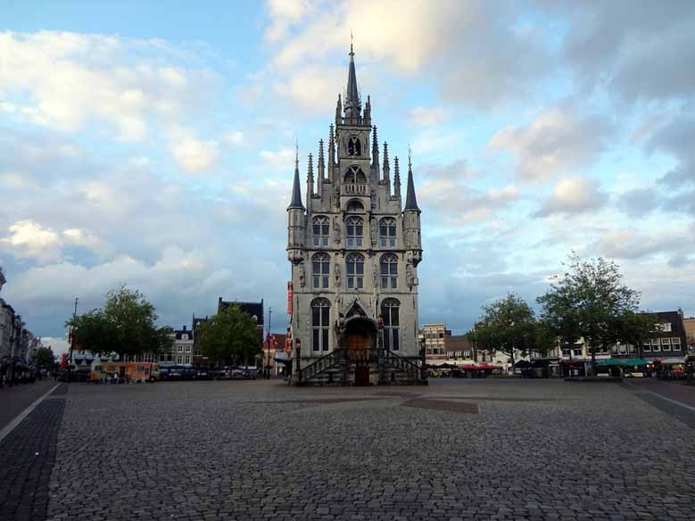Das Rathaus von vorne