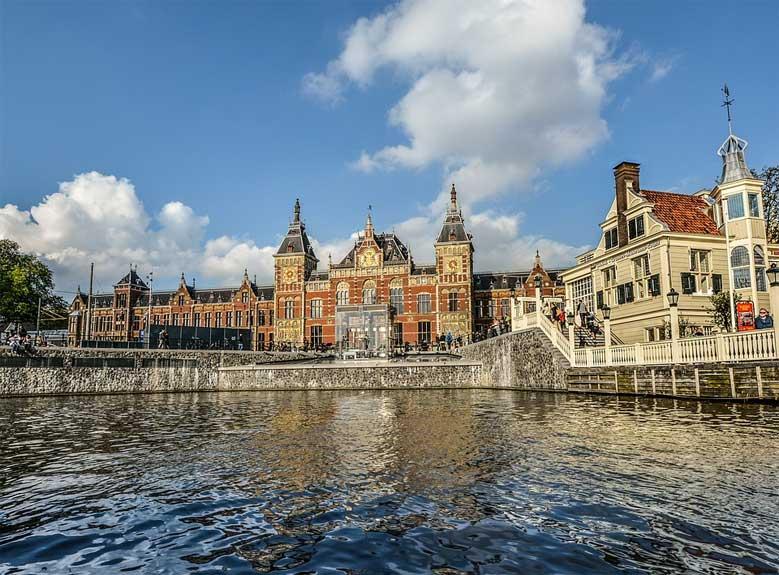 Der Hauptbahnhof von Amsterdam