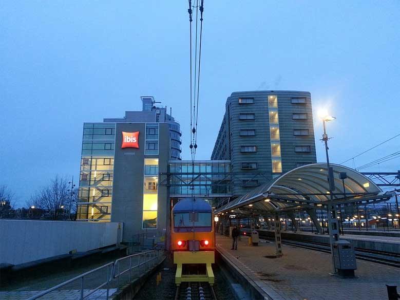 Das Hotel Ibis direkt neben dem Hauptbahnhof in Amsterdam