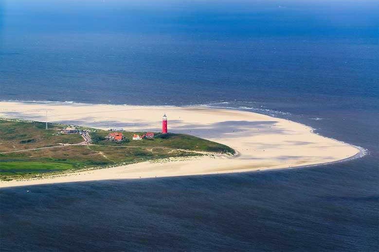 Der rote Leuchtturm ganz im Norden von Texel