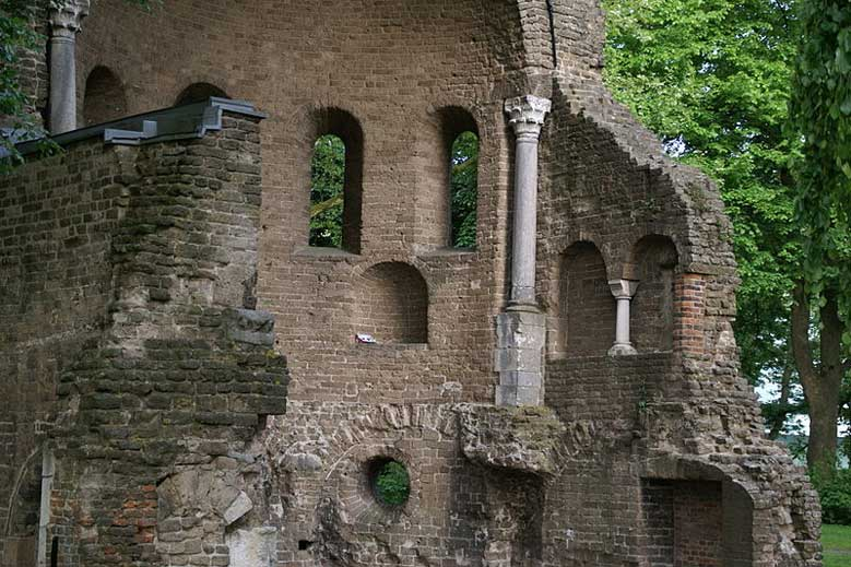 Barbarossa-Ruine im Valkhof Park in Nimwegen