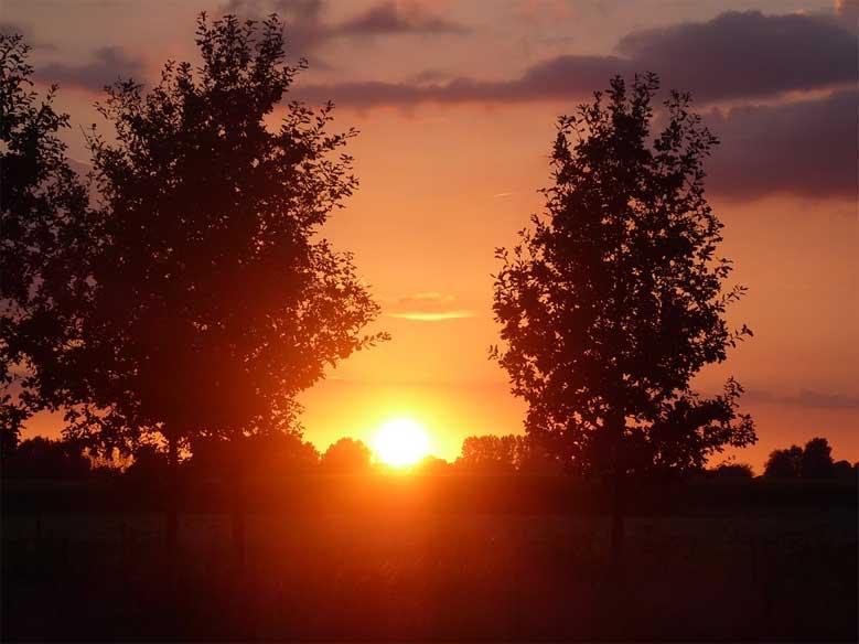 Sonnenuntergang bei Winterswijk in der Provinz Gelderland