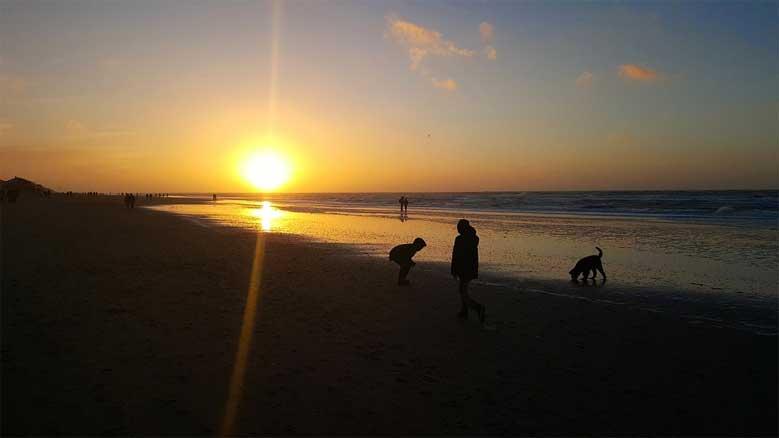 Der Strand in De Koog im Sonnenuntergang