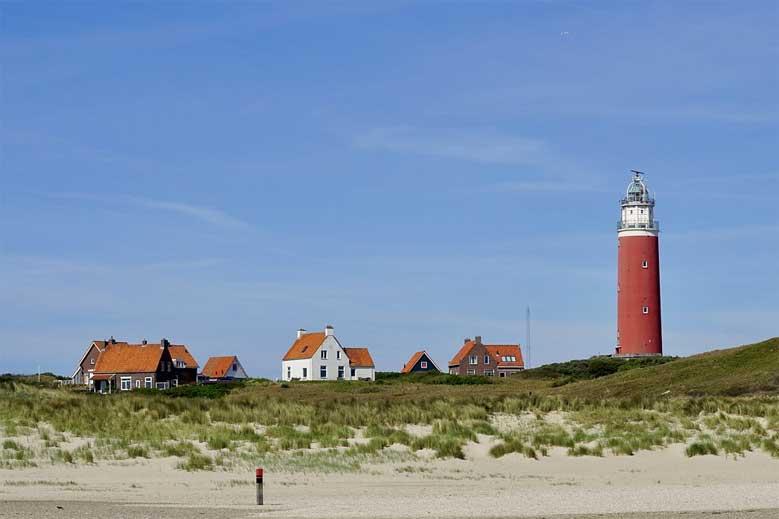 Der Leuchtturm von Texel vom Strand aus
